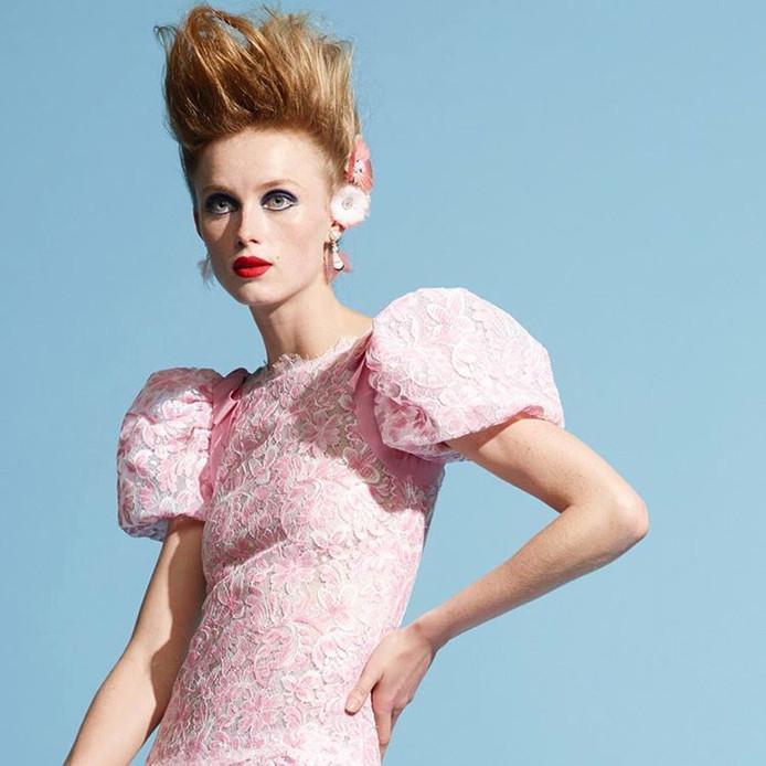 Een van de foto's die Karl Lagerfeld schoot van Rianne van Rompaey, uit de persmap van Chanel Haute couture.