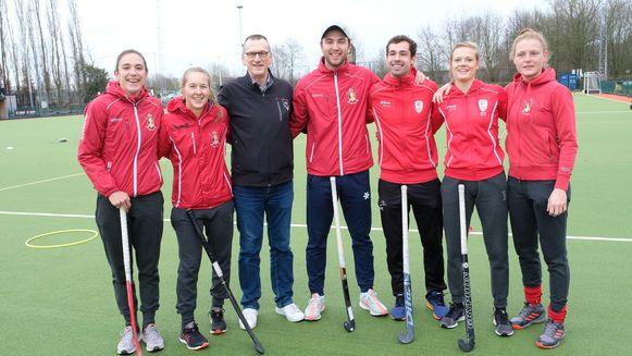Spelers van het nationale team met organisator Joost.