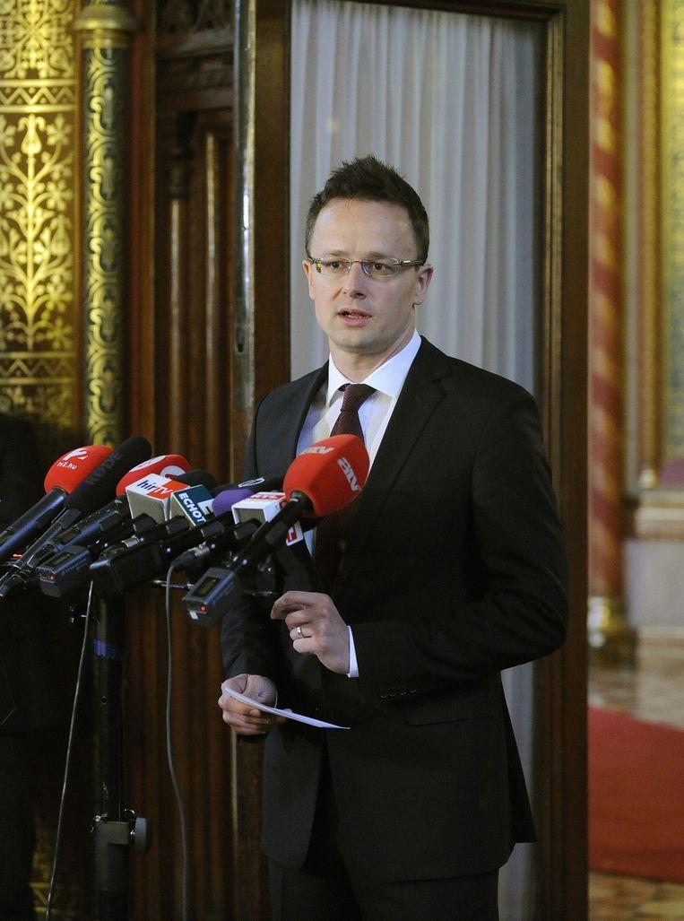 De Hongaarse minister van Buitenlandse Zaken Péter Szijjarto tijdens de persconferentie vandaag.