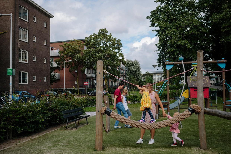 In 2018 vertrok één op de acht gezinnen met kinderen jonger dan vier. Hierdoor neemt het aandeel gezinnen in Amsterdam af van 24,6 procent nu tot 23,3 procent in 2040.