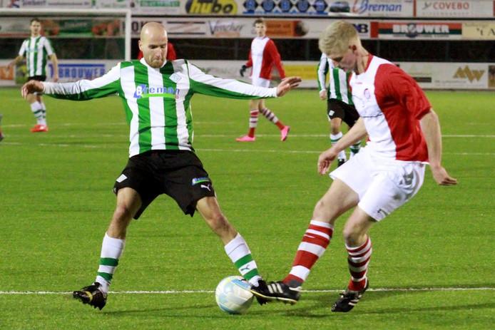 Met een mooi afstandsschot zorgde Martijn Jansen (l) voor de 2-2.