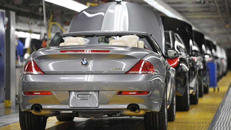 Het slachtoffer raakte gekneld tussen de daklep en de auto, een BMW 6-reeks.