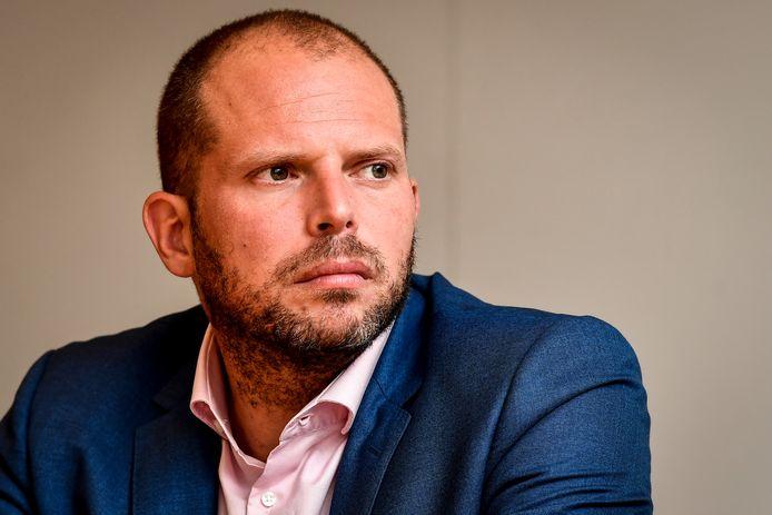 Staatssecretaris voor Asiel en Migratie Theo Francken (N-VA) lanceert een nieuw systeem om mensen zonder papieren op te sluiten in gesloten centra.