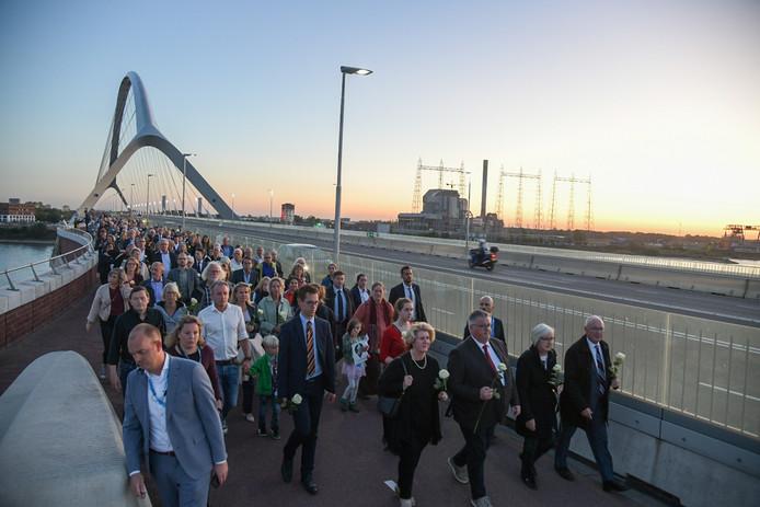 Veel deelnemers aan de speciale Sunset March op 21 september tijdens de herdenking van 75 jaar Bevrijding.