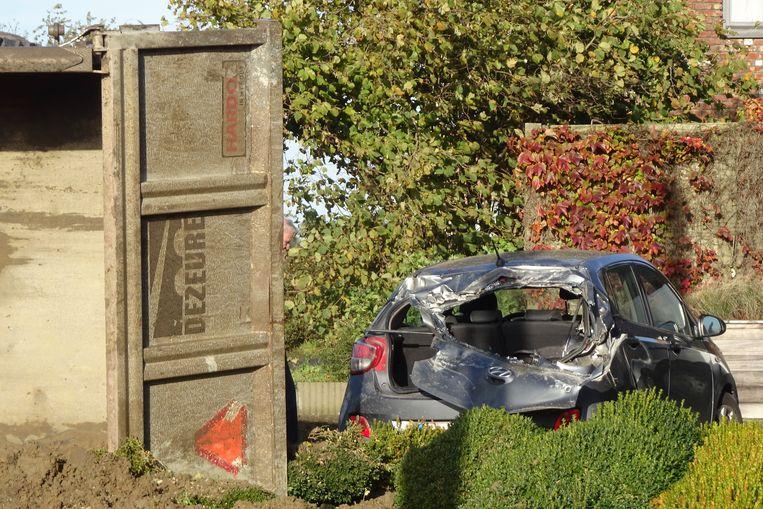 De Hyundai van de zoon des huizes liep onherstelbare schade op.