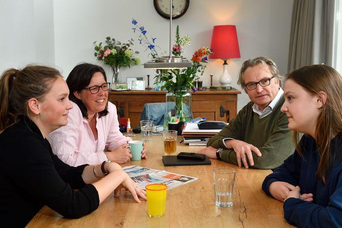De Teeuwens met vanaf links: Annick, Francine, Caspar en Emilie.
