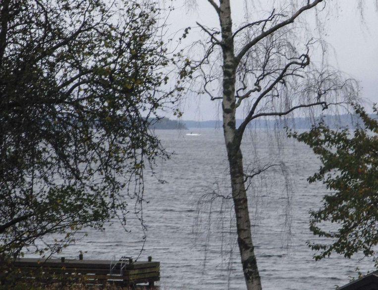 De foto waarop mogelijk de vermiste Russische onderzeeër te zien is. Beeld afp