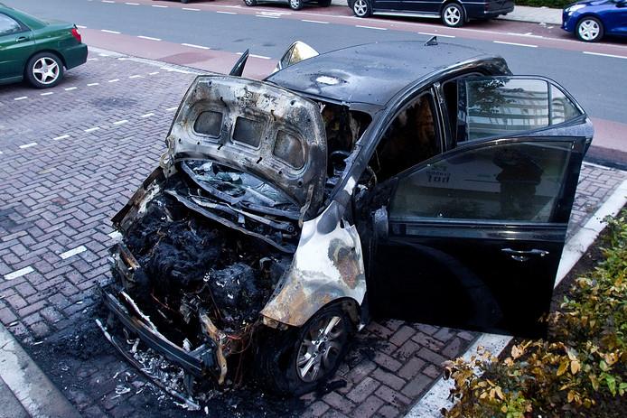 In de nacht van zondag 12 mei op maandag 13 mei ging een auto aan de Thorbeckeweg in vlammen op.