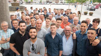 Kampioenenploegen Minivoetbalkern Oudenaarde feestelijk onthaald op stadhuis