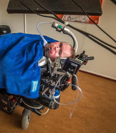 Erno (37) uit Haaksbergen wil nieuwe rolstoelbus: 'Zonder vereenzaam ik'