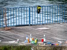 Stille tocht in Badhoevedorp voor doodgeschoten Bas van Wijk, belangstellenden in erehaag