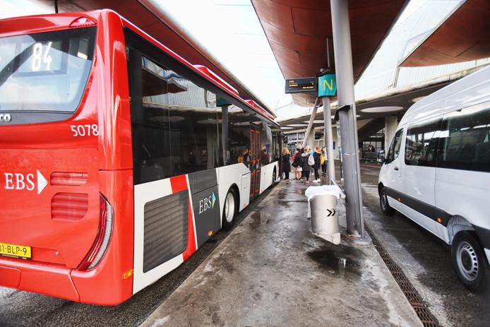Archiefbeeld ter illustratie: De bussen van EBS gaan vanaf zondag door Delft en de regio Haaglanden rijden.