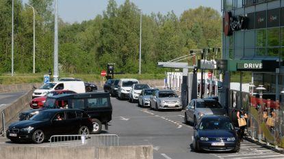 Meteen file aan heropende drive-in van McDonald's in Kortrijk