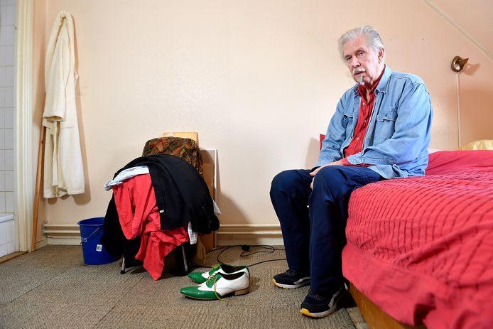 De 73-jarige Bert de Bruin dreigt zijn woning uitgezet te worden  vanwege de vondst van wietplanten.