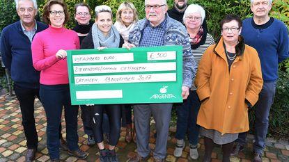 Davidsfonds schenkt cheque aan Samana