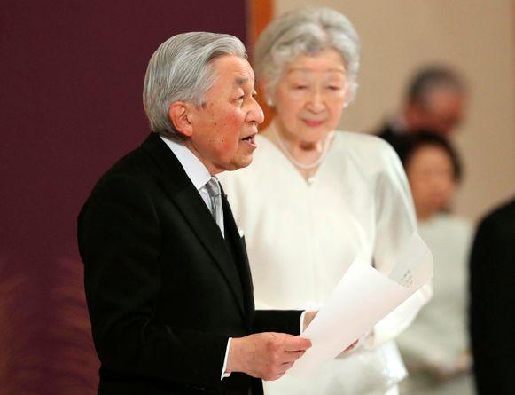 Keizer Akihito en zijn vrouw Michiko tijdens de aftredingsceremonie.