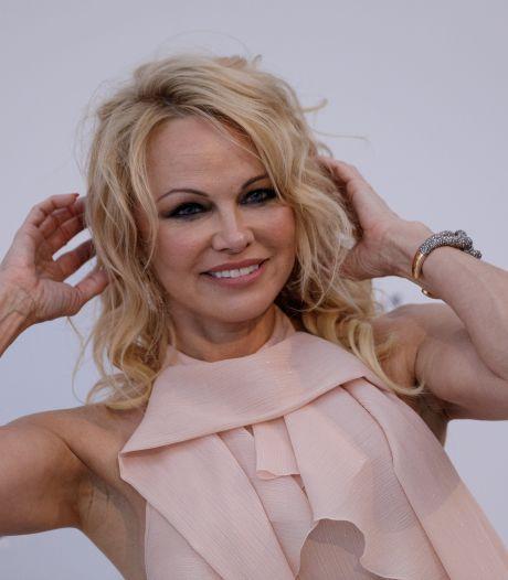 """Pamela Anderson quitte les réseaux sociaux: """"Ils veulent contrôler votre cerveau"""""""