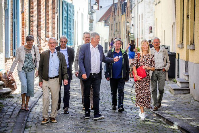 De gidsenbond ontwierp nieuwe wandelingen voor de Bruggelingen