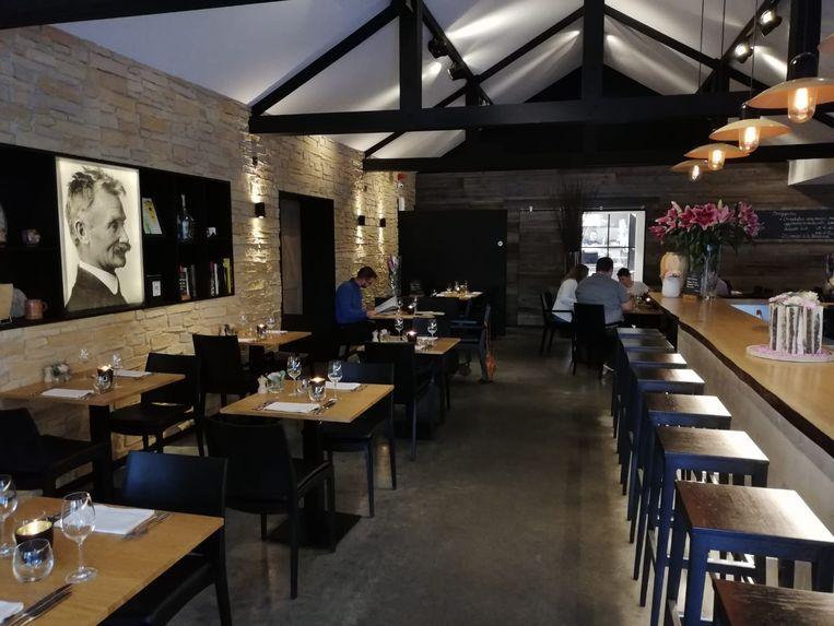 Thijs Clinckemaillie, die het vak leerde van topchefs Piet Huysentruyt en Peter Goossens, en Aurélie Reynaert openden in 2015 restaurant Hula.