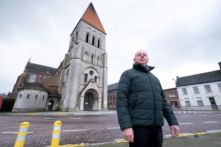 Schepen Jan Hendrickx bij de Sint-Pieterskerk