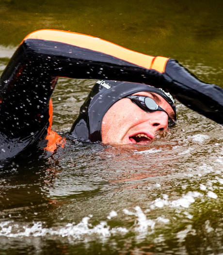 Zwemclub uit Steenwijk gaat Maarten van der Weijden achterna: 200 kilometer zwemmen door de Kop van Overijssel