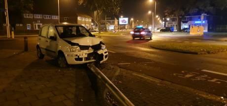 Bestuurder spoorloos na veroorzaken ravage bij ongeluk op singel in Enschede
