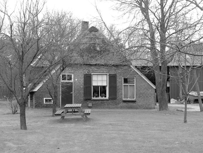 Het oude boerderijtje aan de Haarweg 2 in Daarle, beter bekend als Schuttevaer op de Haar, verliest zijn monumentale status. Het college is bereid dit pand van de gemeentelijke monumentenlijst te halen.