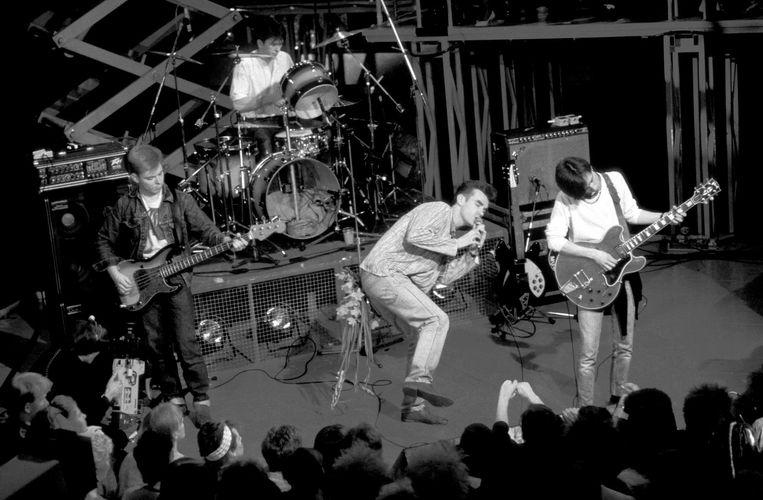 The Smiths tijdens een concert in 1984. Beeld Pete Cronin / Redferns