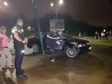 Bijrijder gewond bij botsing tegen lantaarnpaal in Veenendaal