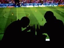 Supporters mogen weer bier drinken tijdens FC Utrecht - Ajax