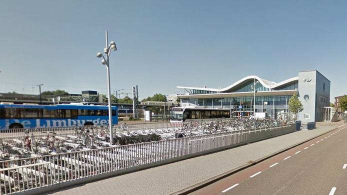 De man werd bij zijn arrestatie bij het station van Sittard -eind april- door de politie in zijn arm geschoten.