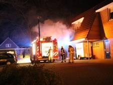 Brand bij supermarkt in Daarle, bovenwoningen tijdelijk ontruimd