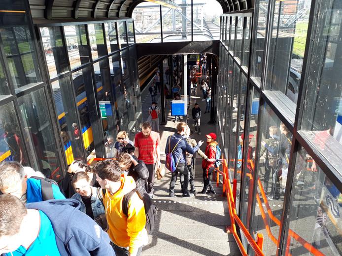 Treinen stranden op station Woerden door de stroomstoring bij Utrecht.