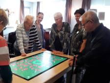 Bewoners Souburgs Gasthuis halen herinneringen boven aan belevenistafel