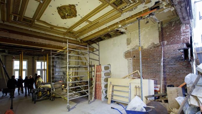 Tijdens de renovatie van het pand aan de Hoogstraat 91 stuitte aannemer Burgy onder meer op dit oude plafond.
