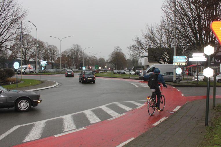 De huidige Haring-rotonde is levensgevaarlijk voor fietsers.