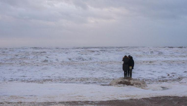 Het Egmondse strand bij harde wind. Beeld Simon Lenskens