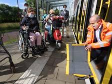 Met een beperking in de nieuwe tram? Een simpel plankje brengt (bijna altijd) uitkomst