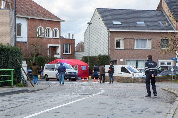 De omgeving werd enkele uren afgezet door de politie voor het verdere onderzoek.