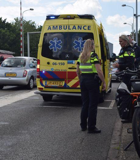 Auto en speed pedelec botsen in Doetinchem: man gewond