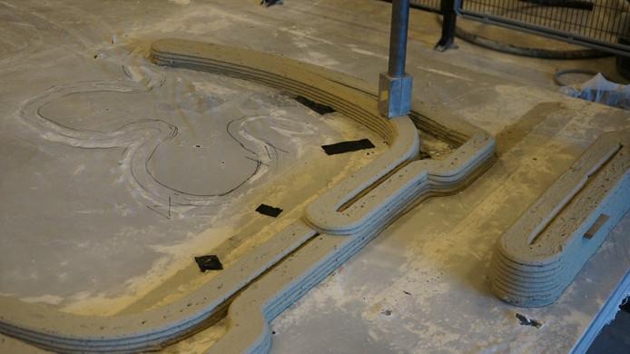 Het printen van de tredes van de betonnen trap die Bierman Henket architecten ontwikkelde in samenwerking met de TU/e