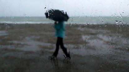 Dag begint droog, daarna zwaarbewolkt en regen (maar veel zon op komst in het weekend)
