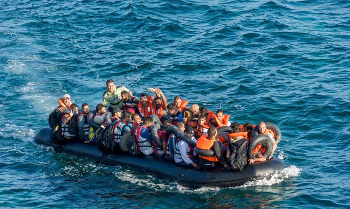 Vluchtelingen komen aan op Lesbos