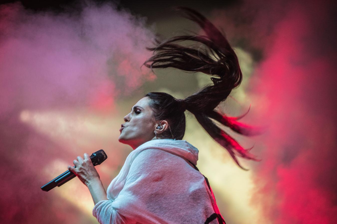 De Nederlandse rockband Within Temptation met leadzangeres Sharon den Adel.