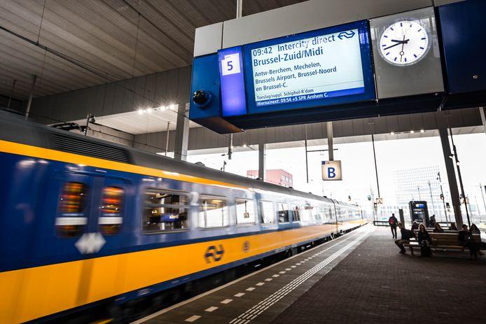 De intercity Brussel stopt nu nog op talloze bestemmingen, met name in België.