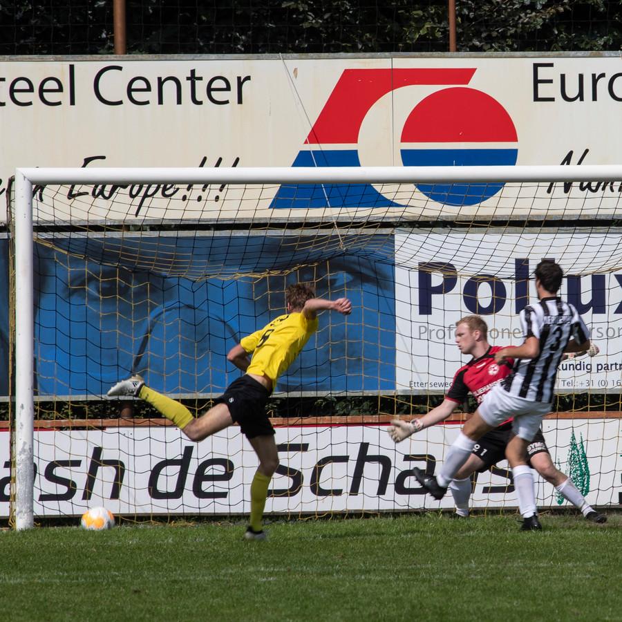 Robert Braber maakt de 1-0 tegen Gemert.