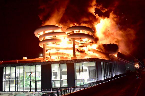 Een brand op dinsdag 26 februari verwoestte het glijbanencomplex.