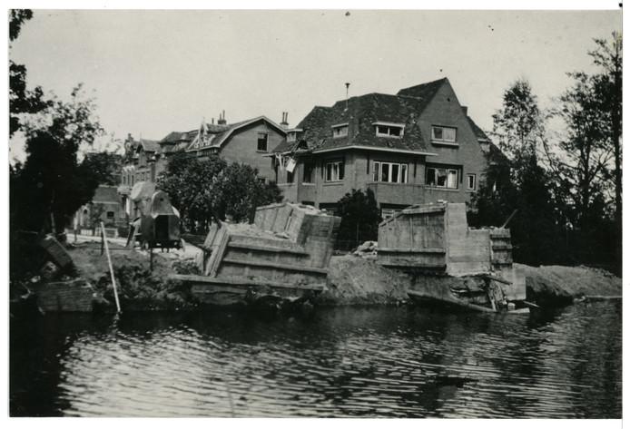 De opgeblazen Vaartbrug in 1945.