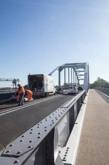 N317 en brug bij Doesburg dicht wegens werk aan asfalt