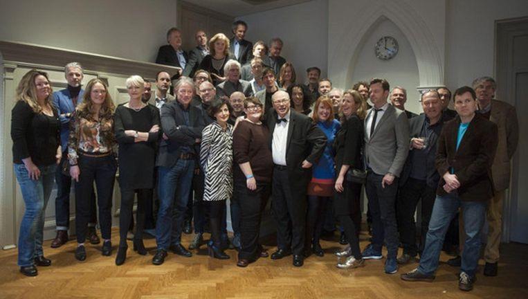 Groepsportret van de columnistenmarathon in de Rode Hoed in Amsterdam Beeld null
